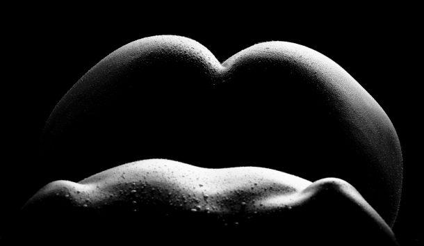 Photo noire et blanc, dos et fesse de femme